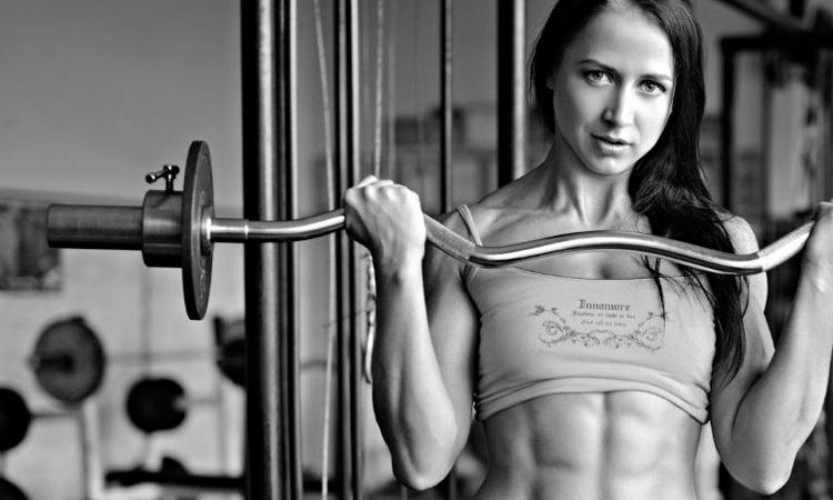 Силовое упражнение со штангой