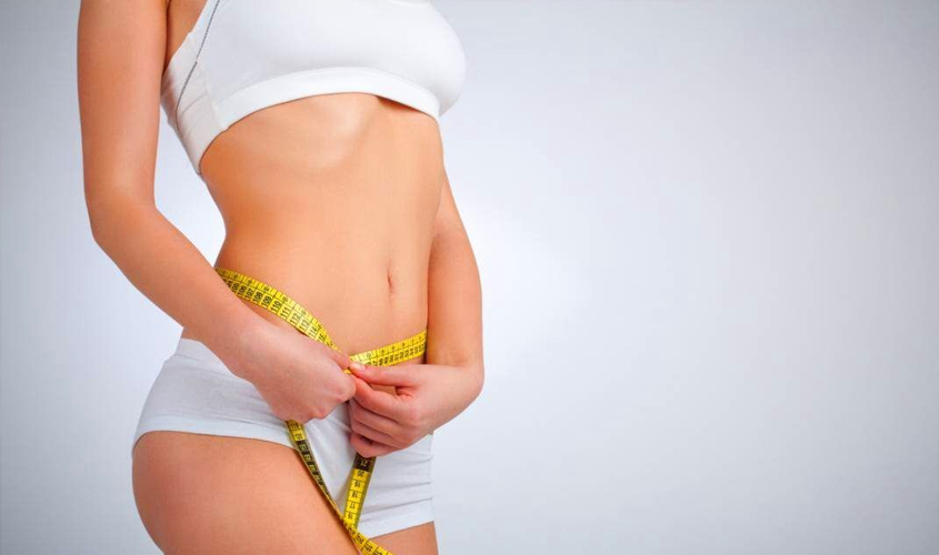 Фигура девушки, ограничивающей прием пищи с полинасыщенными жиры